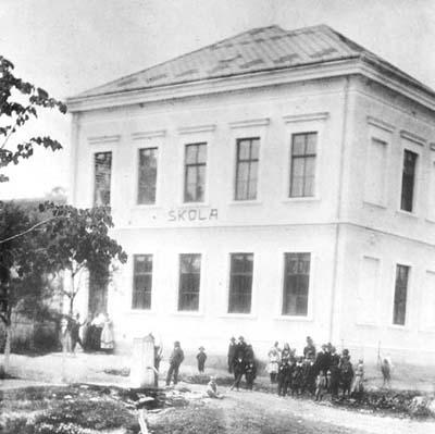 Dvoutřídní školní budova